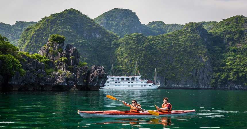 kayaking-lan-ha-bay-1